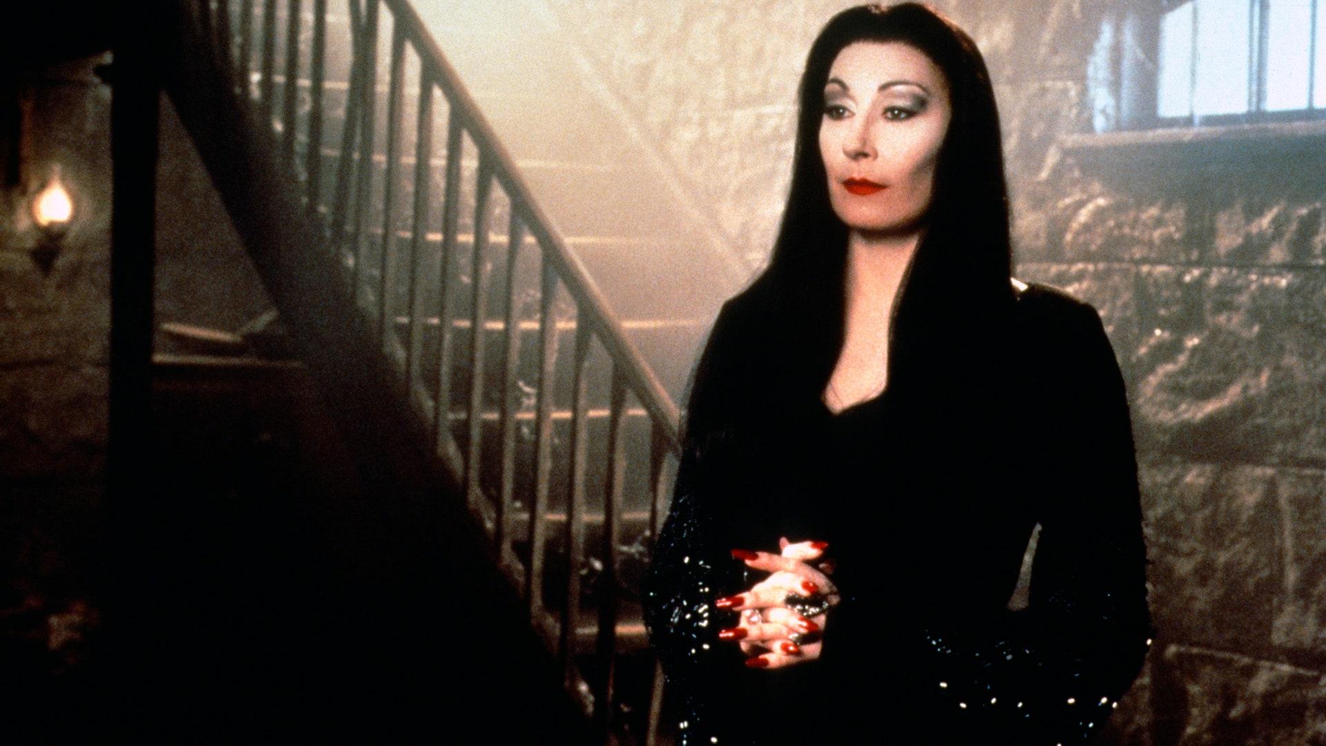 Morticia Addams, de Anjelica Huston, foi uma das inspirações para Lady Dimitrescu